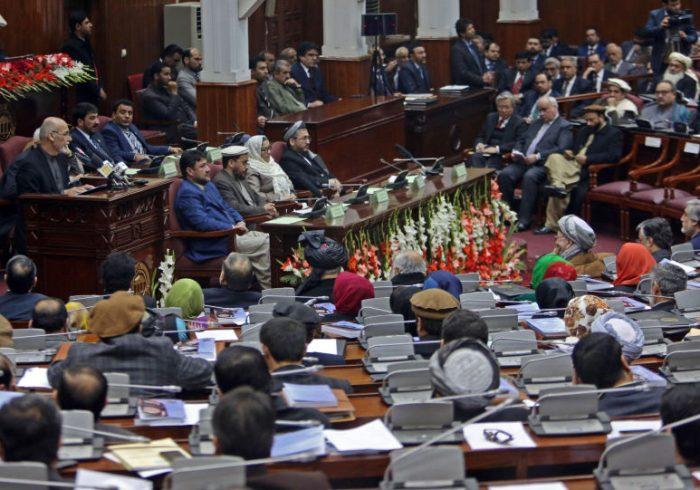 دهها عضو پیشین مجلس نمایندگان تاکنون تجهیزات و امکانات حکومت را تسلیم نکرده اند