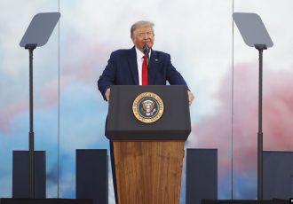 تاکید ترامپ بر حفاظت از «راه و رسم زندگی آمریکایی» در مراسم روز استقلال
