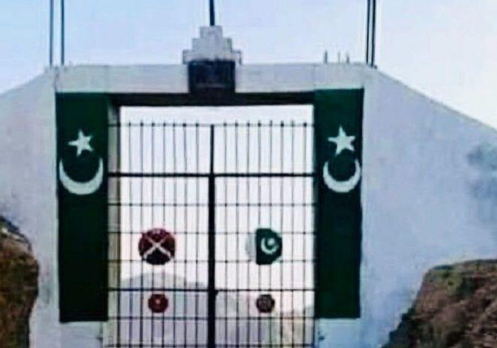 پاکستان دروازهیی را در خط دیورند در ننگرهار ساختهاند