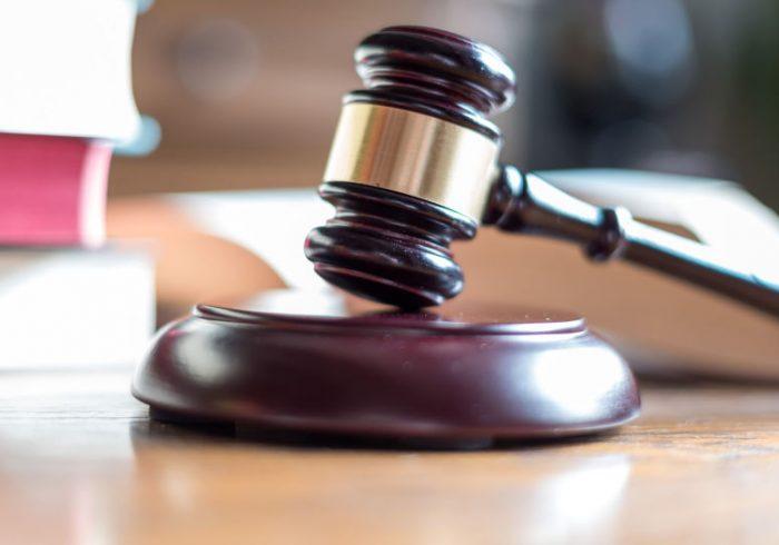 محکوم شدن دو تن از کارمندان بلند پایه حکومت به یک و نیم سال زندان