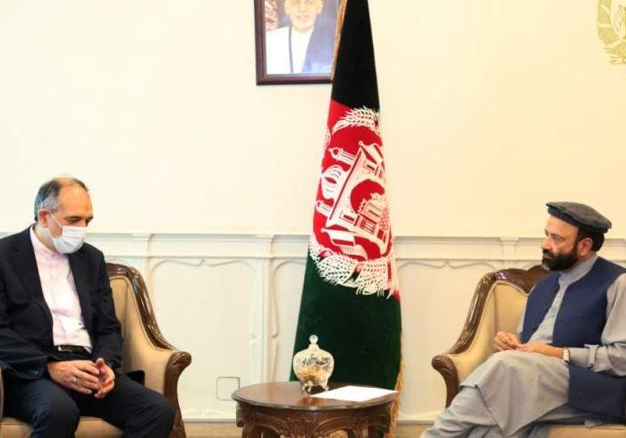 مقامهای افغانستان و ایران پیرامون گسترش همکاریهای دوجانبه گفتگو کردند