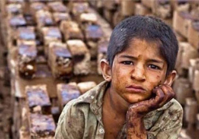 کودکان غور به دور از تحصیل و همراه با کار شاقه بزرگ میشوند
