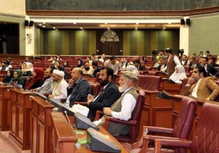 تفاهمنامه مجلس با وزارت داخله؛ به موترهای غیرقانونی نمایندگان نمبر پلت داده میشود