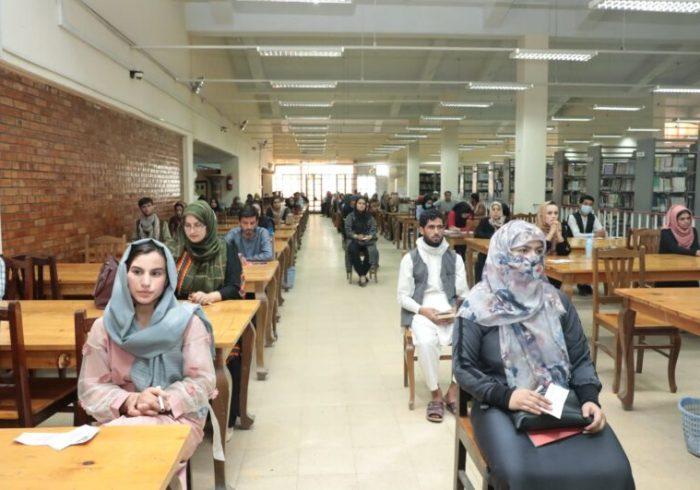 امتحان گروهی برای جذب بیش از ۷۰۰ معلم در کابل برگزار شد
