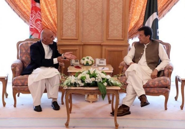 رئیس جمهور غنی با عمران خان در باره تحولات اخیر صحبت کرد