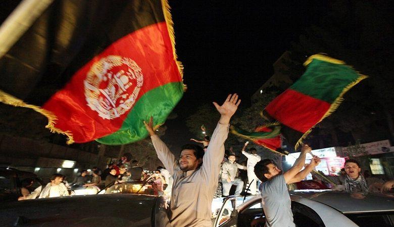 جشن استقلال، خوشیهای ملتی که هنوز در آتش جنگ میسوزند
