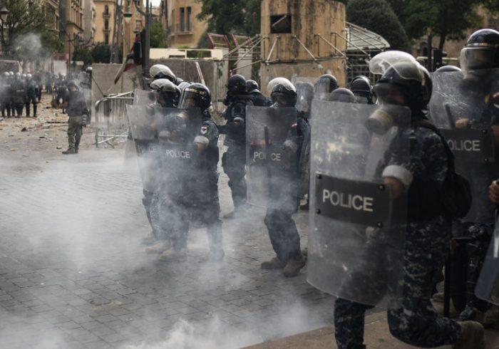 دولت لبنان سقوط کرد و ارتش کنترول بر مرکز بیروت را بدست گرفت