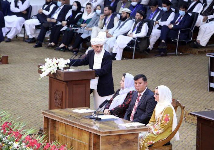 اشرف غنی: امروز حکم رهایی ۴۰۰ زندانی طالبان را امضا میکنم