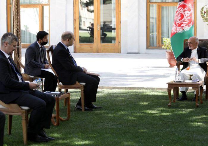 غنی در مورد تهدیدهای داعش با سفیر روسیه گفتگو کرد