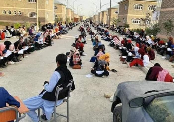 مرتضوی: باشندگان غزنی برای بازگشایی مکتبهای دخترانه بسیج شوند/ از ۱۰ ولسوالی یک دختر امتحان کانکور نداده
