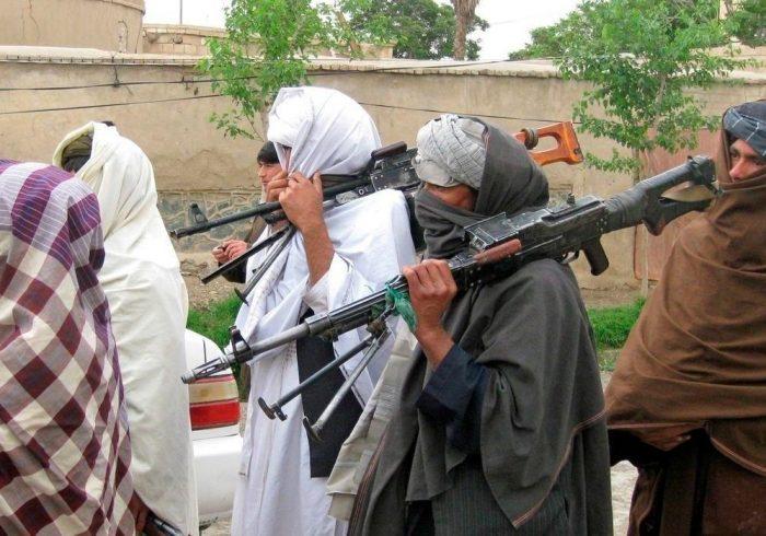 یک فرمانده حزب اسلامی در بدخشان با افرادش به طالبان پیوست
