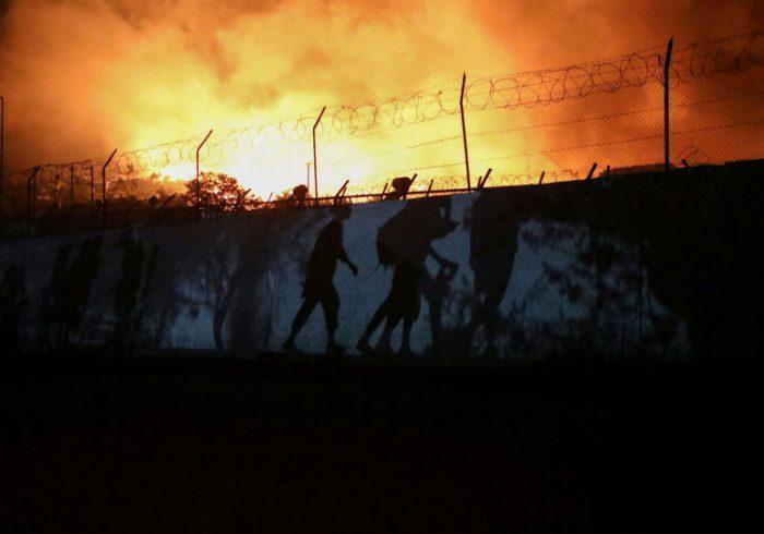 بازداشت چهار مهاجر افغان به اتهام دستداشتن در آتشسوزی کمپ موریانه