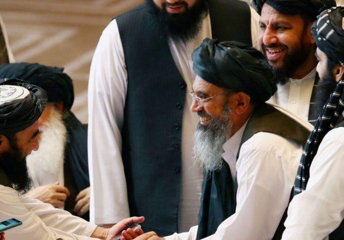 طالبان هم جنگ می کنند و هم از صلح صحبت دارند