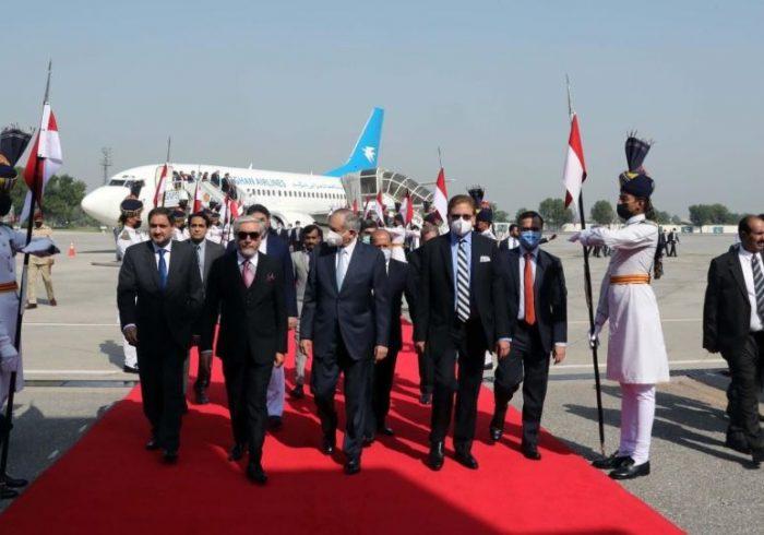 داکتر عبدالله با شاه محمود قریشی وزیر خارجه پاکستان دیدار کرد