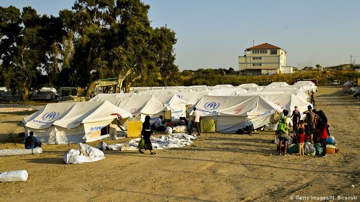 در پی آتشسوزی در کمپ موریا در یونان بیش از هشتهزار پناهجوی افغان بیسرپناه شدهاند