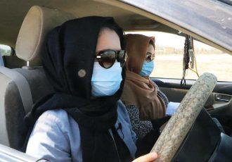برای نخستین بار ۳۰ خانم در فاریاب جواز رانندگی دریافت کردند