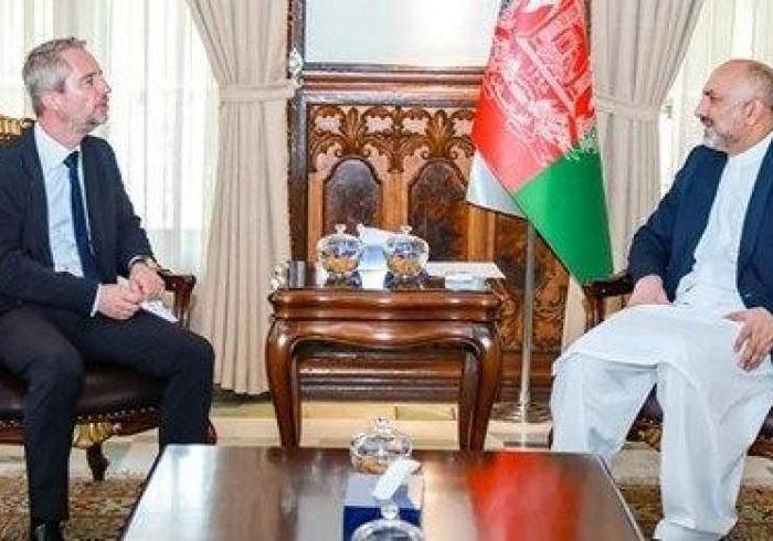 دیدار حنیف اتمر با سفیر فرانسه در کابل