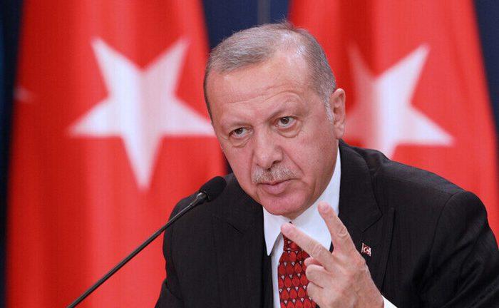 اردوغان: مکرون باید وضعیت عقلی اش را کنترل کند
