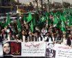 هواداران حزب اسلامی برای جلوگیری از برگزاری مراسم یادبود داکتر نجیبالله در برابر خیمه لویهجرگه تظاهرات کردند