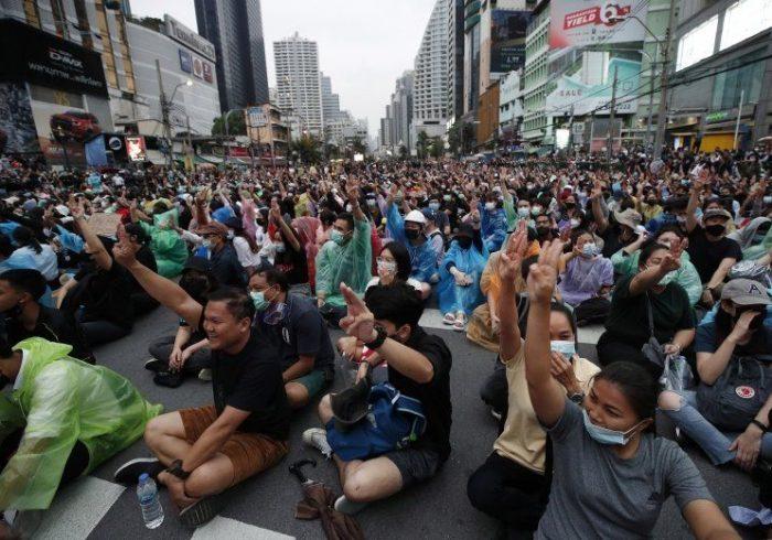 اعتراضات تایلند؛ هزاران معترض خواستار اصلاحات به خیابانها آمدند