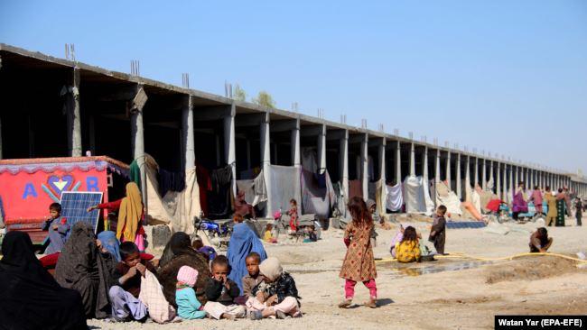 در نتیجۀ جنگ در ولسوالی ارغنداب، نزدیک به ۱۰۰ خانواده آواره شده اند