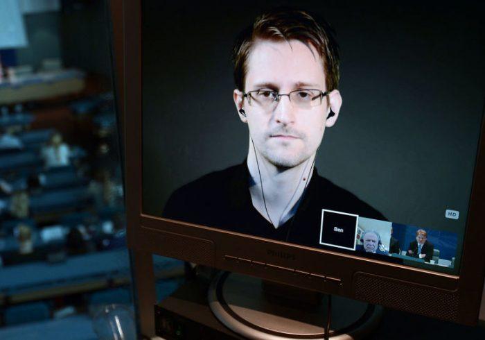 اسنودن سند اقامت دایمی روسیه دریافت کرد