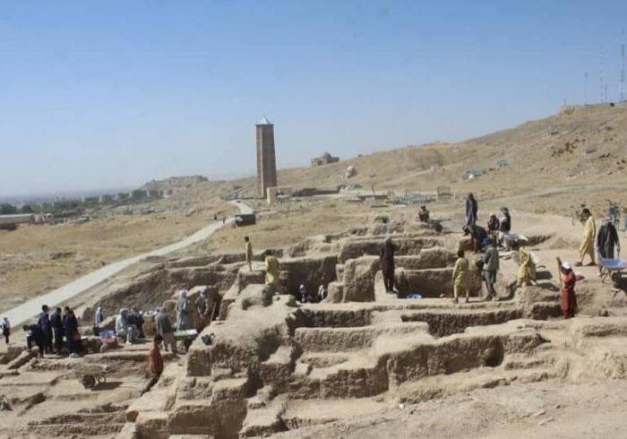 پیدا کردن ۳۰۰ اثر باستانی دوره اسلامی از ساحه منارهای غزنی