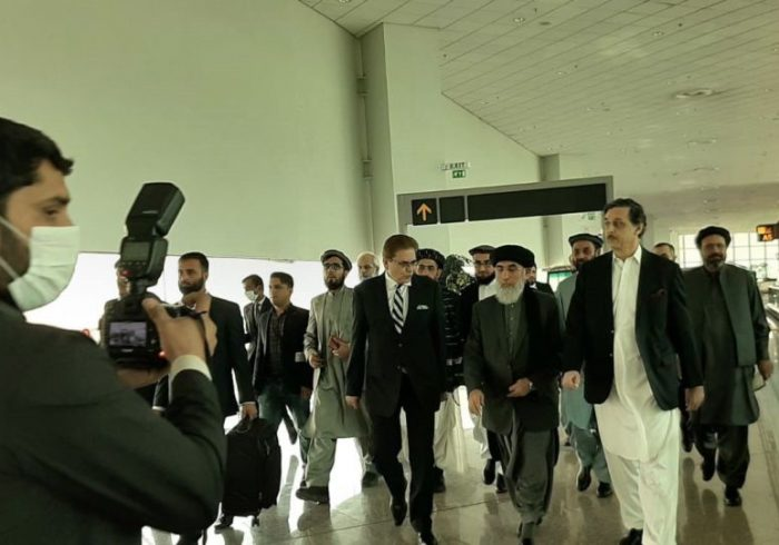 """حکمتیار با """"پیام صلح"""" به پاکستان رفت"""