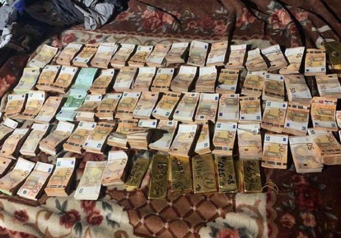 جلوگیری از قاچاق ۸ خشت طلا و ۳۸۰ هزار یورو در کابل