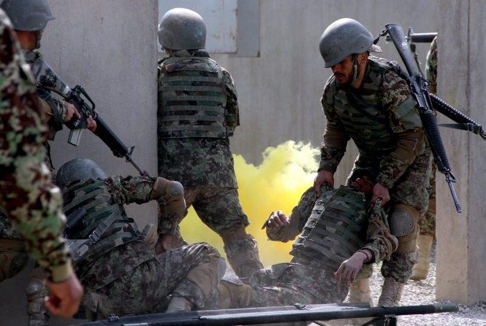 در حمله طالبان به قرارگاه ارتش در ولسوالی خاشرود نیمروز ۲۰ سرباز کشته شدند