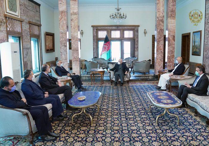 غنی در دیدار با نماینده ویژه ایران: خطرات تروریسم در منطقه باید واضح تعریف شود