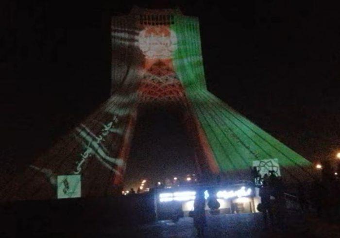 """هشتگ """"جان پدر کجاستی"""" بر تن برج آزادی تهران"""