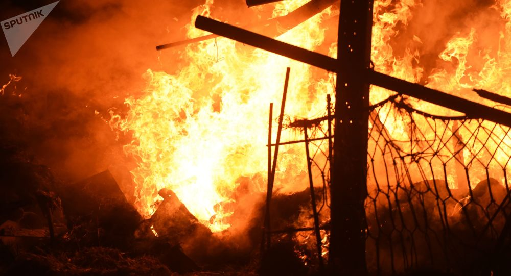 مسجد قدیمی چوبی مسلمانان در استانبول غرق آتش شد