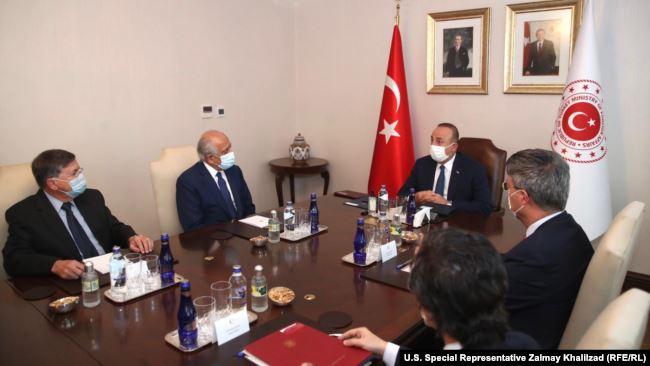 خلیلزاد با وزیر خارجه ترکیه روی روند صلح افغانستان گفتوگو کرد