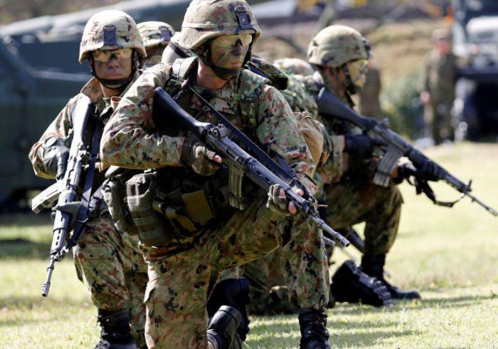 بریتانیا اعطای اقامت به کارمندان افغان در ارتش این کشور را تسریع میبخشد