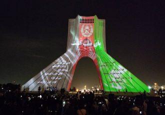 برج آزادی در تهران به رسم همدردی، با پرچم افغانستان تزیین شد