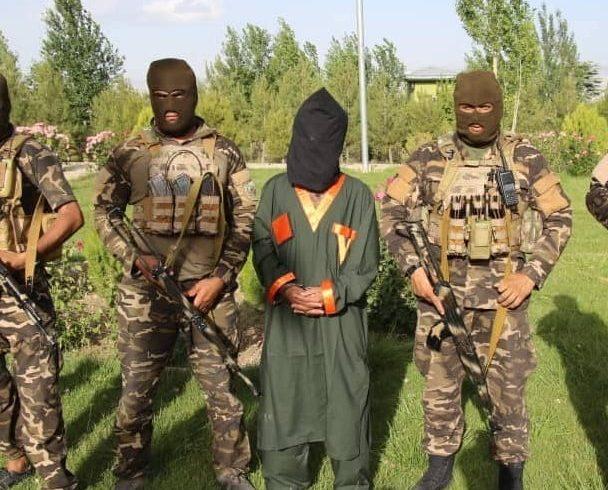 یک افسر ارتش پاکستان که از سوی حکومت اسلامآباد برای مدیریت جنگ طالبان فرستاده شده بود، بازداشت شد