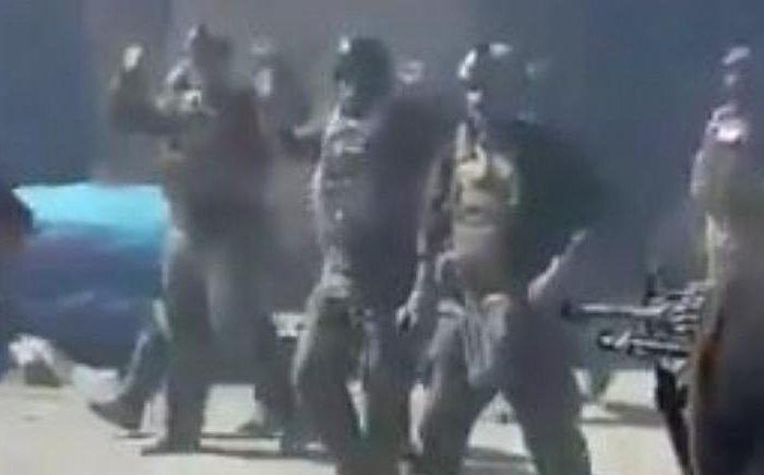 عفو بینالملل: تیرباران شدن کماندوهای ارتش افغان توسط طالبان جنایت جنگی شمرده میشود