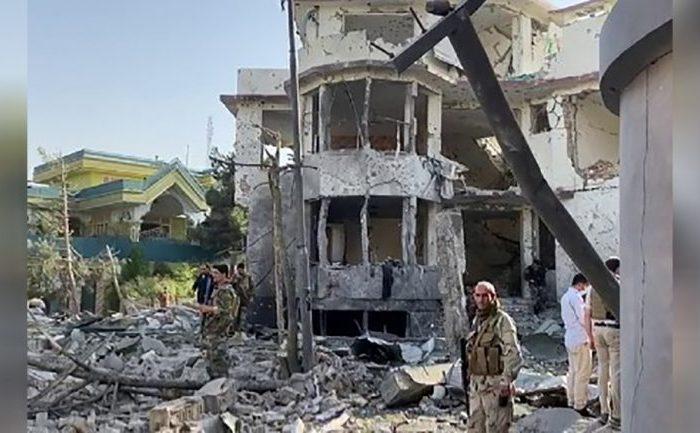 دستکم هشت کشته و ۲۰ زخمی در حملهی بر خانه سرپرست وزارت دفاع