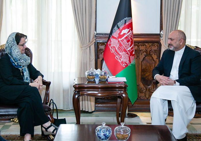 حنیف اتمر از سازمان  ملل متحد وجامعه جهانی خواست تابرای دست یابی به صلح بالای طالبان فشار وارد سازند.
