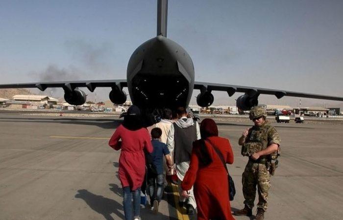 بایدن: تا آخر اگست عملیات تخلیه فرودگاه را تکمیل می کنیم