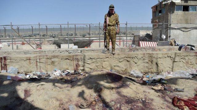 واشنگتن از احتمال وقوع حمله های تروریستی دیگر در فرودگاه کابل هشدار داد