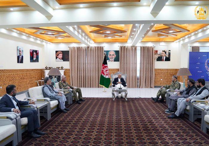 رییسجمهور غنی در مزارشریف با رهبر جمعیت اسلامی و جمع دیگری از شخصیتهای سیاسی دیدار کرد
