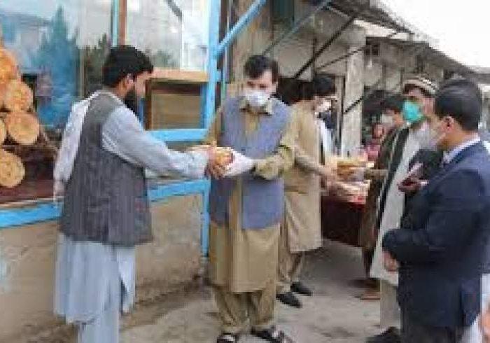 بررسی برنامه توزیع نان خشک از سوی حکومت؛ کمکهای دیگر هم در راه است